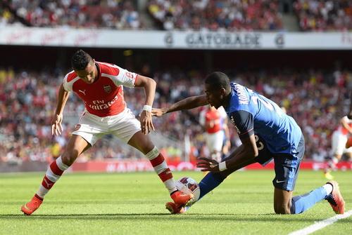 Sanchez gánh trọng trách trên hàng công Arsenal