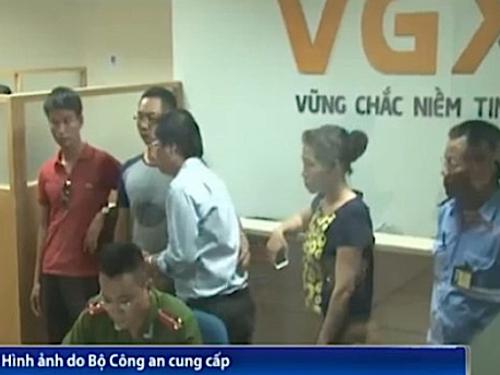 Cơ quan điều tra khám xét và bắt giữ tại Công ty Cổ phần đầu tư VGX ngày 26-9 - Hình ảnh do Bộ Công an cung cấp