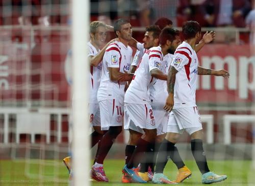 Deulofeu và đồng đội vui mừng sau khi ghi bàn vào lưới Sociedad