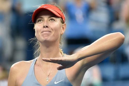 Maria Sharapova may mắn thoát hiểm ở vòng hai