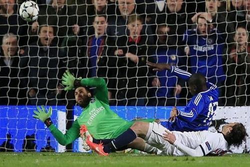 Demba Ba ghi bàn quyết định, đưa Chelsea vào bán kết