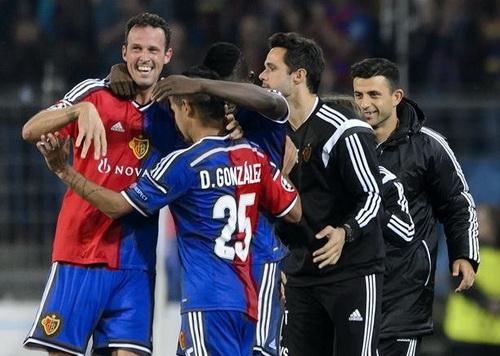 Marco Streller (trái) ghi bàn duy nhất cho Basel