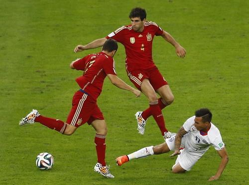 Những đôi chân nặng như chì đã khiến Tây Ban Nha nhận liên tiếp hai thất bại