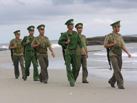Bộ đội biên phòng đồn biên phòng Trà Cổ (Quảng Ninh) tuần tra giữ vững an ninh vùng biển. Ảnh: VOV