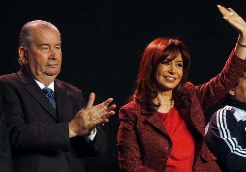 Grondona và Tổng thống Argentina Cristina Fernandez de Kirchner trong một sự kiện do AFA tổ chức