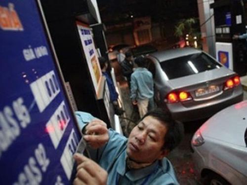 Theo Cục trưởng Cục Quản lý giá, tăng giá xăng dầu vào 20 giờ là thích hợp nhất với hoạt động sản xuất kinh doanh của doanh nghiệp
