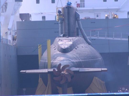 Tàu ngầm Kilo 636 về đến cảng Cam Ranh ngày 20-3 - Ảnh: Kỳ Nam