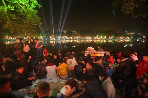 Hàng vạn người dân chào đón màn pháo hoa mừng Năm mới