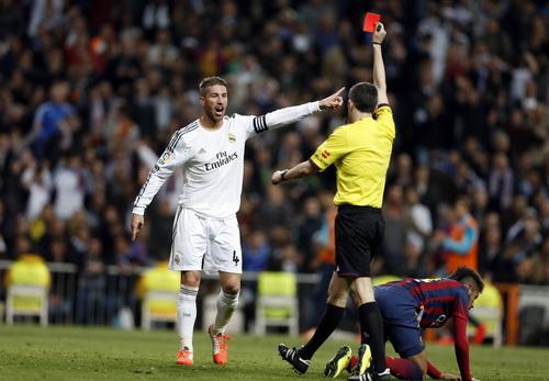 Tấm thẻ đỏ của Ramos là bước ngoặt của trận đấu