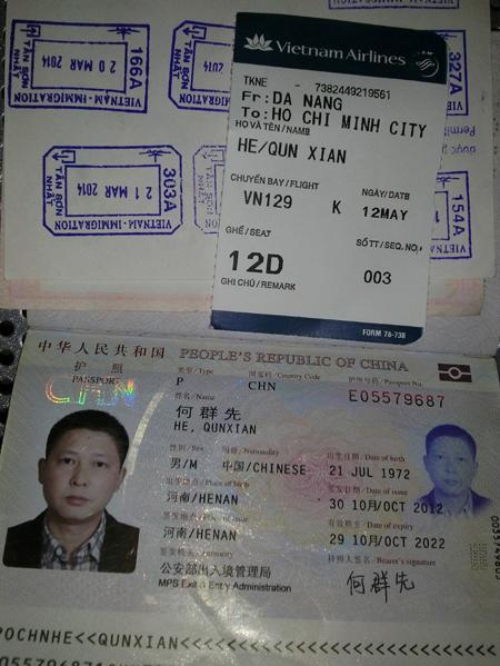 Ảnh chụp thẻ lên máy bay và hộ chiếu của người Trung Quốc ngang nhiên giở trò ăn cắp trên máy bay Việt Nam