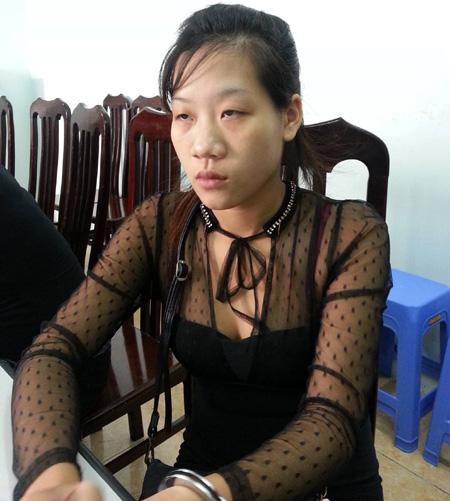 Nguyễn Thị Ba sau khi bị bắt giữ về hành vi môi giới mại dâm tại cơ quan công an