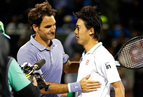 Cựu vô địch Federer chúc mừng chiến thắng của đối thủ trẻ