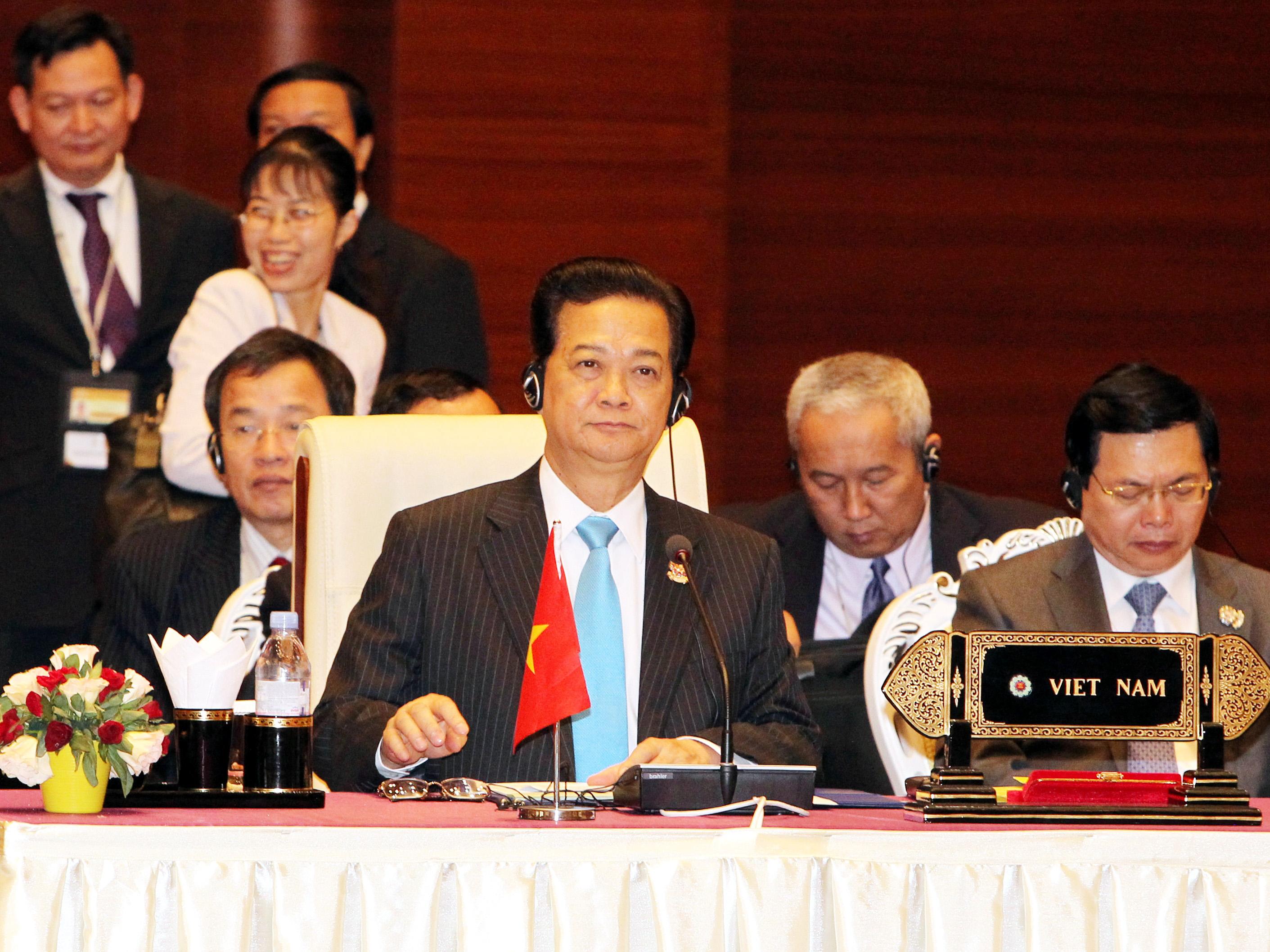 Thủ tướng Nguyễn Tấn Dũng phát biểu tại Hội nghị cấp cao ASEAN ngày 11-5 - Ảnh: Quang Tám