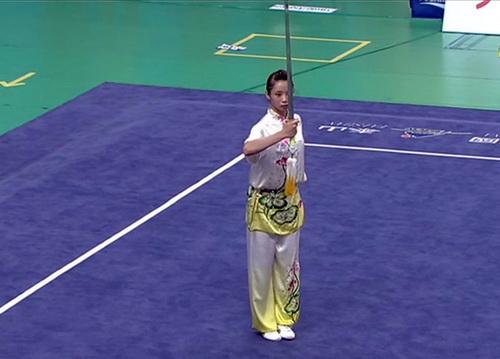 Dương Thúy Vi ở bài thi Kiếm thuật