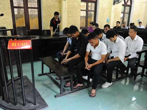 9 cầu thủ đội V. Ninh Bình ra tòa sáng 25-8