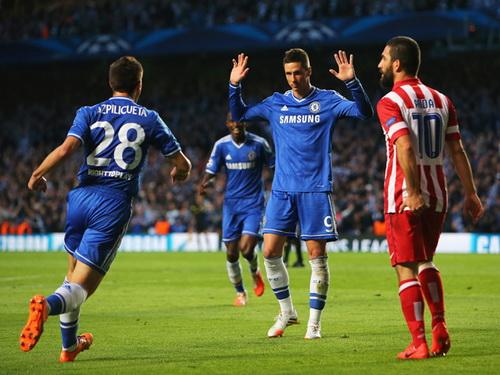 Torres trong trận gặp Atletico Madrid khi còn khoác áo Chelsea