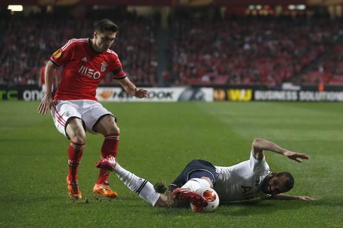Tottenham gục ngã trước Benfica
