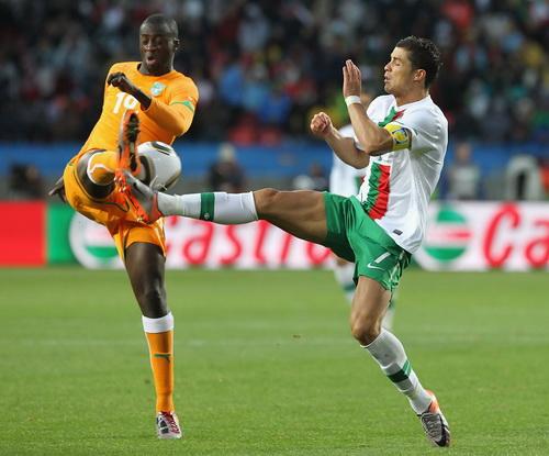 Yaya Toure (trái) sẽ đưa tuyển Bờ Biển Ngà đến vinh quang tại giải năm nay?