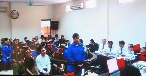 Bị cáo Trần Hải Sơn khai tại tòa sáng ngày 28-4 - Ảnh chụp qua màn hình