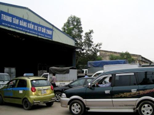2 giám đốc và 1 phó giám đốc trung tâm đăng kiểm mất chức vì để xảy ra tiêu cực kéo dài tại Trung tâm đăng kiểm xe cơ giới 29-06V - Ảnh: Báo GTVT