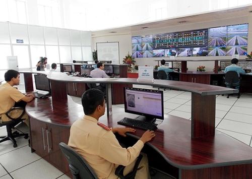 Một trung tâm giám sát tốc độ qua hệ thống camera trên đường cao tốc Cầu Giẽ - Ninh Bình - Ảnh: TPO