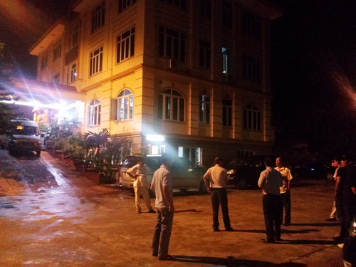 Lực lượng cảnh sát của Bộ Công an đang khám xét, bắt giữ bên trong trụ sở Công ty TNHH Đại An