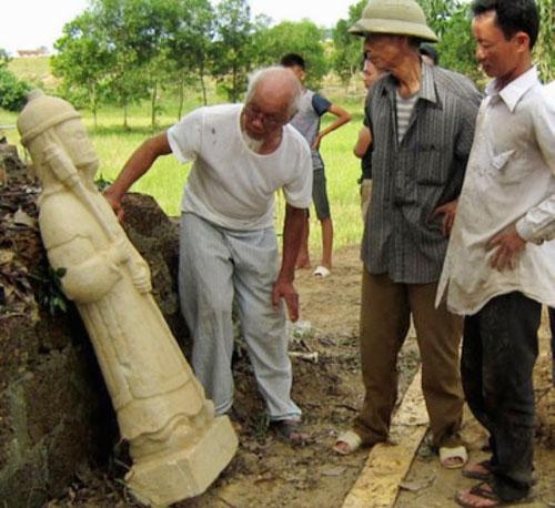 Pho tượng cổ còn nguyên vẹn, là nguồn tư liệu quý để khảo sát, phục dựng Đền Cả