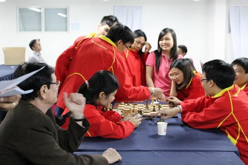 Hai đội tuyển nam, nữ Việt Nam cùng vào bán kết và giành HCĐ đồng đội cờ nhanh