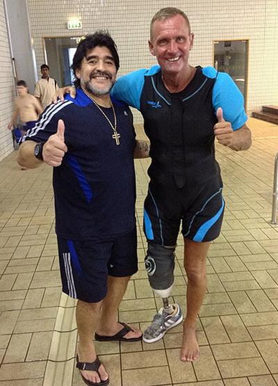 Maradona cũng là khách hàng của Nelson