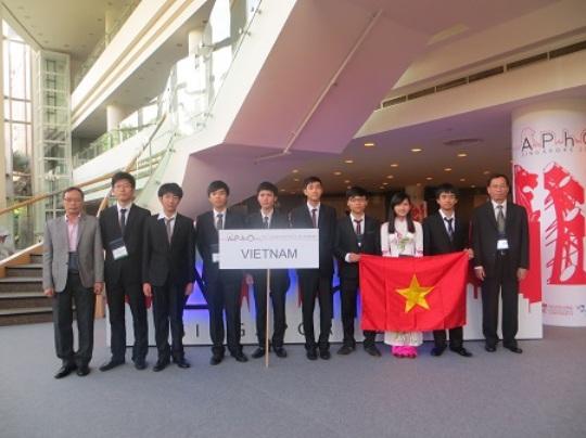 Đoàn Việt Nam tham dự kì thi Olympic Vật Lý châu Á 2014