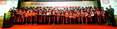 VUS trao chứng chỉ quốc tế TOEFL iBT, IELTS, TOEIC cho gần 200 học viên xuất sắc