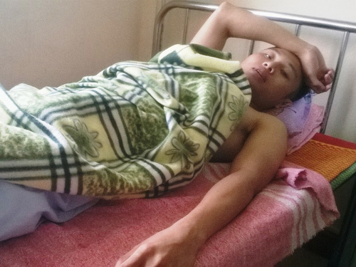 Anh Phạm Thanh Cảnh đang điều trị tại Bệnh viện đa khoa Hà Tĩnh