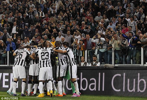 Vidal ra sân 12 phút cuối trận đại chiến tai tiếng Juventus - Roma
