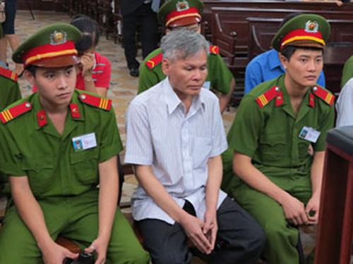 Bị cáo Vũ Quốc Hảo đã bị TAND TP HCM tuyên án tử hình trong vụ án tham ô, cố ý làm trái... đưa ra xét xử tháng 11-2013 - Ảnh: K.Miên