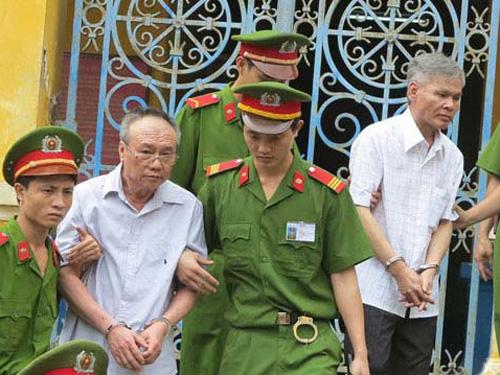 Vũ Quốc Hảo (phải) bị kết án tử hình trong vụ án tham nhũng xảy ra tại ALC II - Ảnh: K. Miên