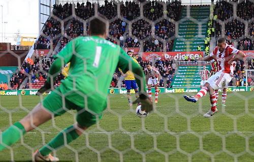 Walters ghi bàn duy nhất từ chấm 11m cho Stoke City