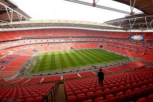 Sân Wembley có sức chứa 90.000 chỗ