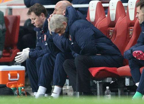 HLV Wenger lo lắng cho vận mệnh của Arsenal