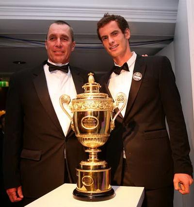 Thầy Lendl và trò Murray bên chiếc cúp Wimbledon 2013