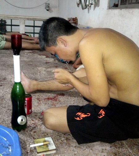 Hình ảnh trên Facebook phạm nhân về cảnh được cho là sử dụng ma túy trong  trại giam