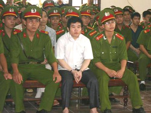 Tráng A Chư tại phiên tòa ngày 20-5 - Ảnh: Cổng TTĐT Hòa Bình