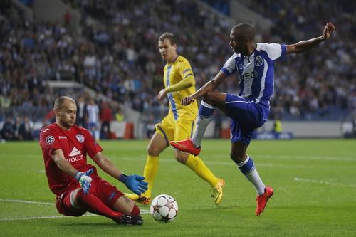 Yacine Brahimi ghi cú hat-trick vào lưới BATE Borisov