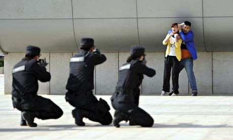 Cảnh sát Trung Quốc trong một buổi diễn tập chống khủng bố. Ảnh: Reuters
