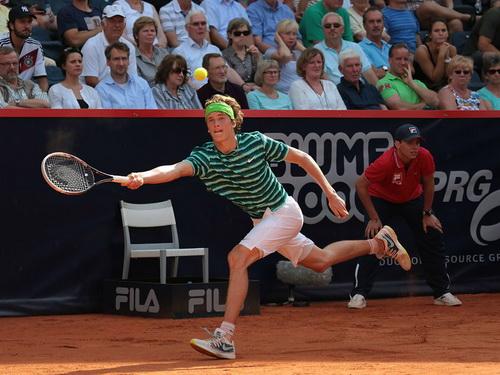 Alexander Zverev liên tiếp gây bất ngờ tại ATP Hamburg