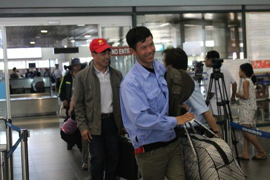 Niềm vui của các lao động Việt Nam trở về từ vùng chiến sự Libya