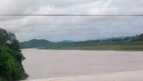 Cầu Đô Lương nơi anh T. nhảy xuống sông tự vẫn.