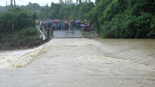 Tràn Khe Ang, nơi thường xuyên xảy ra các vụ nước lũ cuốn trôi người, tài sản người dân.
