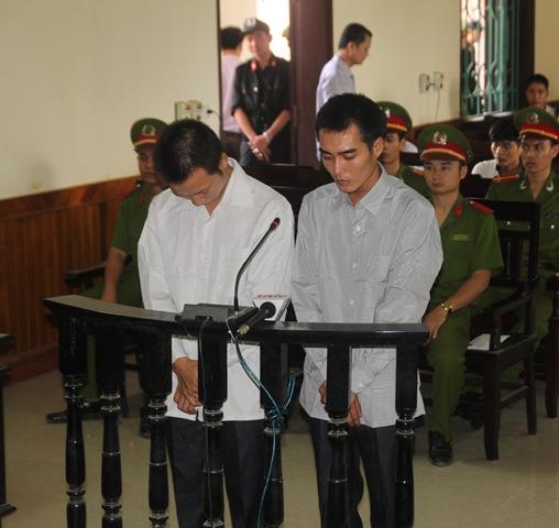 Bị cáo Tú và Trọng tại phiên tòa.