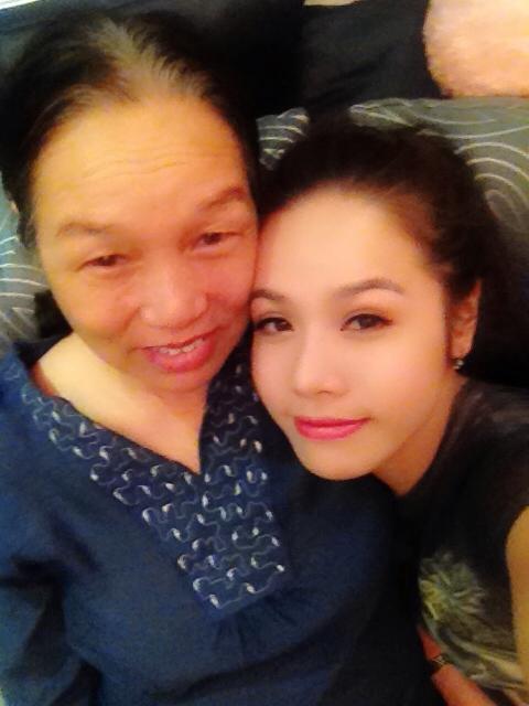 Nhật Kim Anh và mẹ