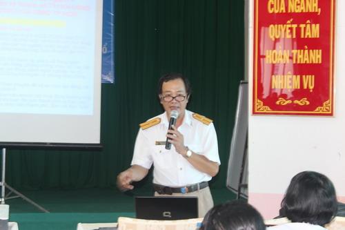 Ông Nguyễn Quốc Việt, Phó Chánh Thanh tra Sở LĐ-TB-XH TP HCM, trong một buổi tập huấn an toàn - vệ sinh lao động